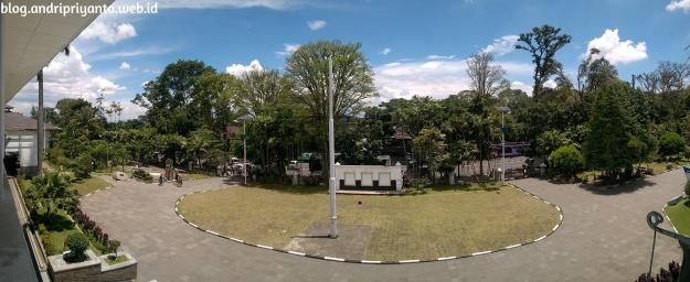 Pemandangan dari Lantai Dua Museum Geologi